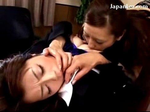 (北条麻妃)社内で部下の若い痴ジョからレズビアンプレイを強要される女上司(えろムービー)