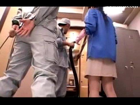 (北条麻妃)人妻の清掃員が、掃除機でいろんなところを吸われちゃって絶頂☆☆(えろムービー)