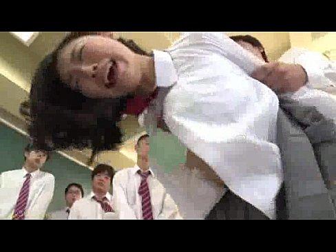 清楚な色白美人JKを男子生徒全員で輪姦セックスでぶっかけまくる【エロ動画】