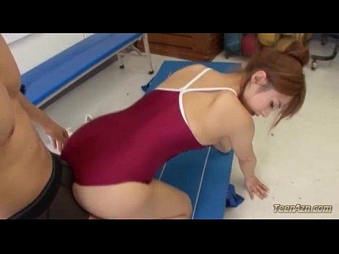 (ココミン)スクール水着ぽちゃカワ美巨乳10代小娘が体育教師に弄ばれる。。(えろムービー)