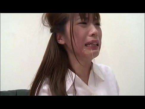 【桃瀬ゆり】拘束された美人OLに強制イラマチオ【エロ動画】