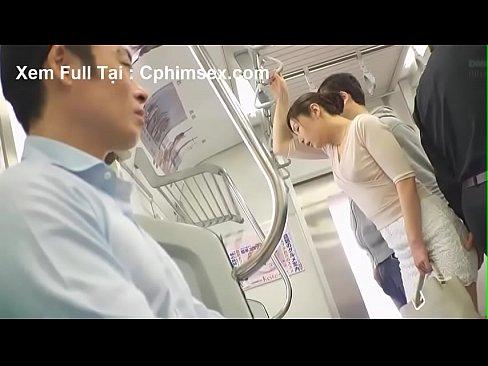 (佐々木あき)列車の中でちかんされどうする事も出来なくなってしまった(えろムービー)