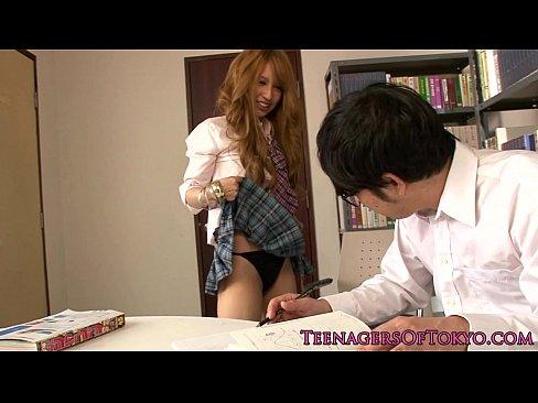図書室でガリ勉君にチンポ大好きギャルJKが誘惑セクロス【エロ動画】