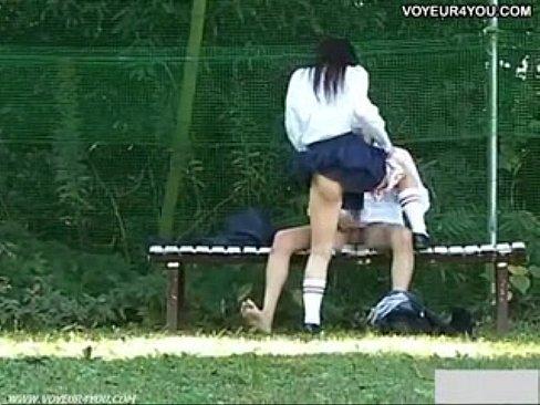 (秘密撮影)放課後の誰もいないグラウンドで堂々と青姦sexする高校生(えろムービー)