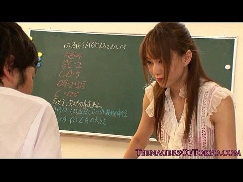 (吉沢明歩)こんなモデルな教師にテコキされたら、そらもう止まらないわwwwwww(えろムービー)