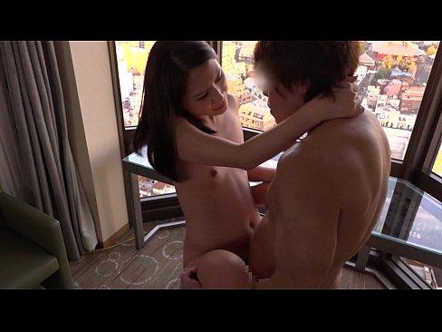 クールビューティーなモデルさんが彼氏とのSEXに満足できずAV出演【エロ動画】