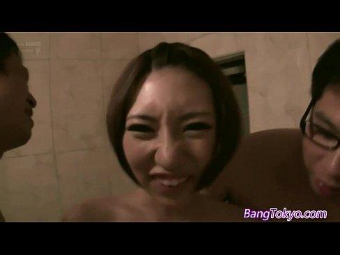 【乙葉ななせ】美少女がHなコスプレ姿でおっさん達とラブホで乱交!!【エロ動画】