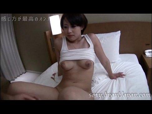 日焼けがセックスなムッチムチなシロウト女子がガン突きにビンカンヨガリまくり☆(えろムービー)
