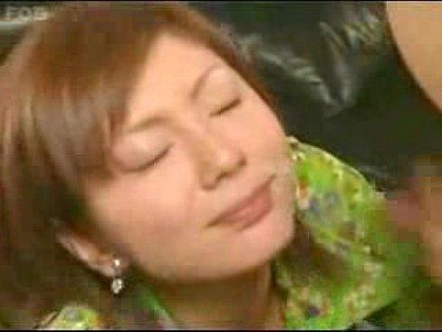 (麻美ゆま)美巨乳女優のぱいずり、フェラチオ、テコキでガン射☆☆(えろムービー)