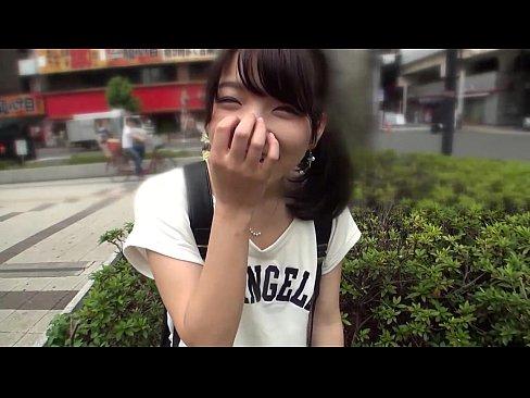 普通な感じの娘がカメラの前でオマンコおっ広げてエッチしてる【エロ動画】