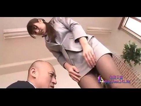(二階堂あい)社長が秘書の黒ストッキングに手を入れテマンねっとりKISSで迫る☆(えろムービー)