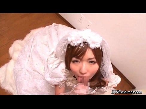 麻倉憂のウエディングドレスにガチで感動!式場でのお嫁さんフェラ奉仕は最高です【エロ動画】