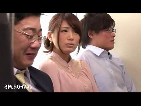 デカ尻ヒトヅマ社内レディーさんが列車内で集団チカンされてそのままハメハメさちゃうガチヌける映像がこちらww(えろムービー)