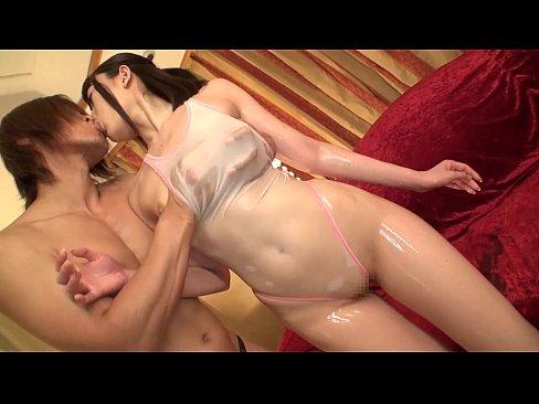 【前田はるか】水泳部の色白美少女が、目の前に出された巨根チ○ポを美味しそうにフェラ♪【エロ動画】