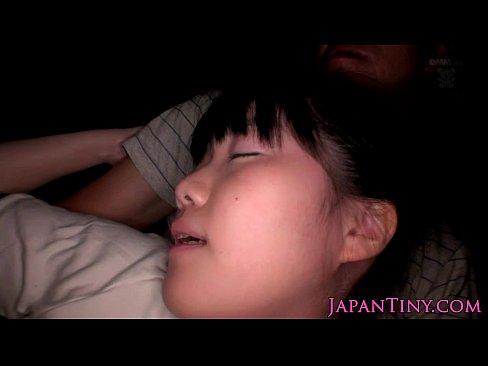 真っ白な肌にクロ髪が映える正統派美10代小娘が円を描くように腰を振り絶頂☆(えろムービー)