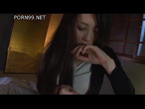 父親のチンコを手コキ&フェラチオで抜く変態黒髪美女【エロ動画】