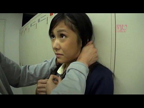 (牧瀬みさ)セイフク10代小娘がロッカー室で教師から不条理な理由でナカ出し強姦されてる(えろムービー)