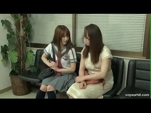 ロリ顔なセイフク10代小娘の、愛音まひろのクスコ強姦レズビアン恥ずかしい辱め塩吹きナカ出し☆(愛音まひろムービー)(えろムービー)