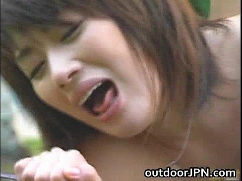 出産慰安りょこうの罠に見事に引っ掛かり、外で母乳を吹き出しながら犯されまくるモデル妻(えろムービー)