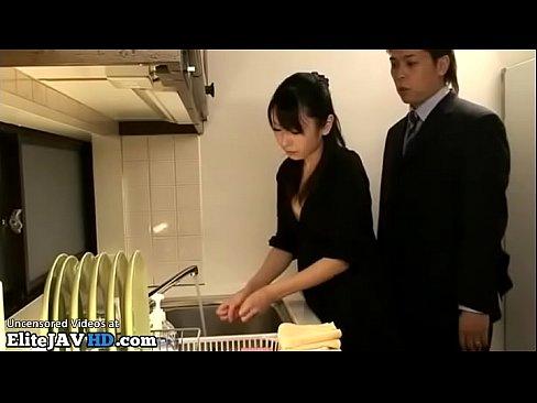 【有村千佳】夫に強要され夫の部下たちにフェラさせられる美人妻【エロ動画】