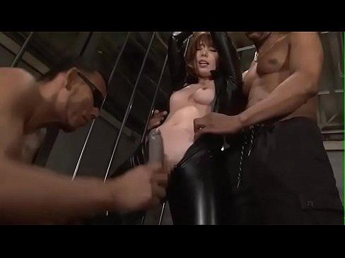 (波多野結衣)ラーバースーツの潜入捜査官が敵に縛りされ美しい乳を晒されデンマではげしく凌辱される(えろムービー)