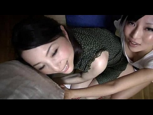 母娘どんぶり。旦那と娘の前で、間男と豪快にセックスする熟妻。その後、娘も豪快にハメられる‥。奥さんと娘さんを目の前で同時に寝取られてしまう旦那。他人棒でヨガリまくる母娘。 – 1【エロ動画】