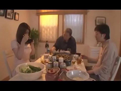 (仁科百華)実家に無職のダンナと居候するロケット乳ヒトヅマが実パパに性的カンケイを強要されナカ出し近親ソウカンされている(美巨乳アダルトムービー)(えろムービー)