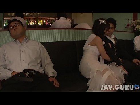 大沢佑香がきゃばクラで溜まった客のざーめんをフェラチオチオしまくる(えろムービー)