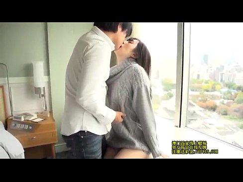 貞松大輔 HOTELの最上階で荒々しく求められる唇…年上イケメンに身を任せちょっと背伸びの大人H♥ – 1(えろムービー)