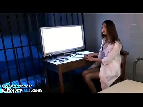 ストッキングがエロい美脚な女医とベロチュー! – 1【エロ動画】