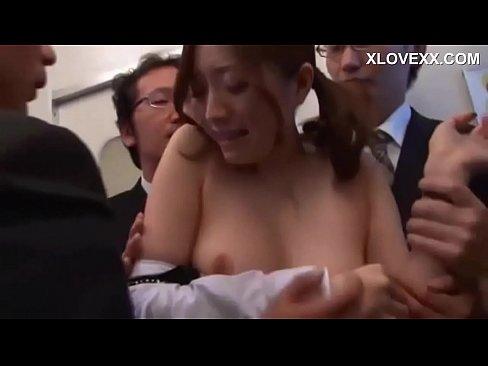 (羽田あい)モデル社内レディーがオジサンだらけの車両に紛れ込んでしまい集団チカン強姦される|イクイクXVIDEOSJAPAN人無料えろムービー…(えろムービー)