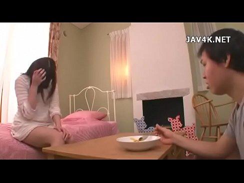 (瑠川リナ)天然物物ドジっ小娘恋人が家に遊びに来たSEXしか頭にない彼に料理作ってパコった話し – 1(えろムービー)