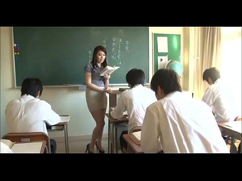 ムッチリ女教師がトイレで生徒に痴女責めベロチュー! – 1【エロ動画】