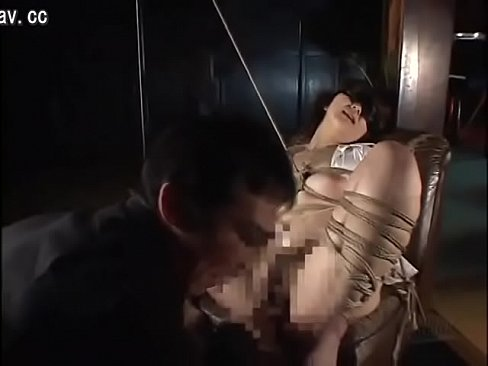 (SM緊縛)素朴真面目なモデル女子大学生がヘンタイオトコにとっ捕まって裸目隠し緊縛M字縛りされマ◯コを好き放題に陵辱される – 1(えろムービー)