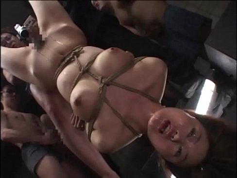 【緊縛ぶっかけ】巨乳美女を全裸緊縛股開き逆さ吊りしてイラマぶっかけ膣口ぶっかけ – 1【エロ動画】