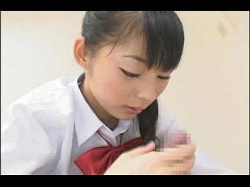 清純そうなセイフク10代小娘におちんぽフェラチオされて幸せすぎるちんこ君(えろムービー)