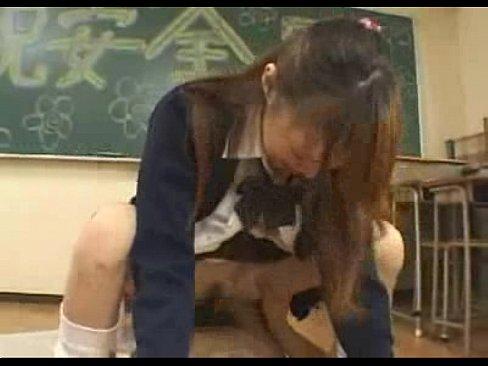 『祝☆安全日』教室でナカ出しセックスしまくる清純そうな10代小娘(えろムービー)