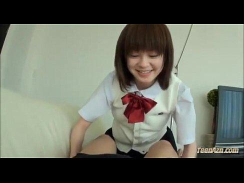 ロリ顔セイフク10代小娘が明るい笑顔で体ナメしてくれちゃいます – 1(えろムービー)
