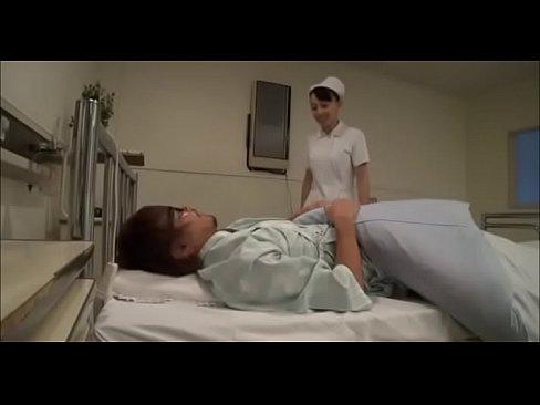 婦長に拝み倒してトイレでポーズ取らせるフリして体まさぐってSEXしてみた。 – 1(えろムービー)