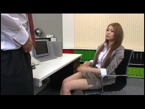 (テコキ)憧れのGAL上司にテコキされキモチよく果てるドМ部下 – 1(えろムービー)