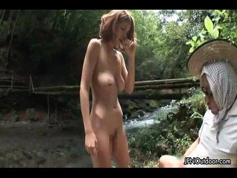 【野外セックス動画】河原で手コキ&フェラチオするアダルト動画 – 1【エロ動画】