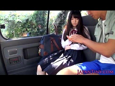 (凌辱)車内で10代小娘のお口を性欲処理として使う – 1(えろムービー)
