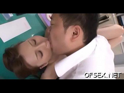 (辰巳ゆい)社内でモデルOLの腋をナメ回し糸引く強烈なベロKISS☆(えろムービー)