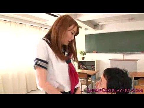 超ミニスカ女子校生の誘惑 – 1【エロ動画】