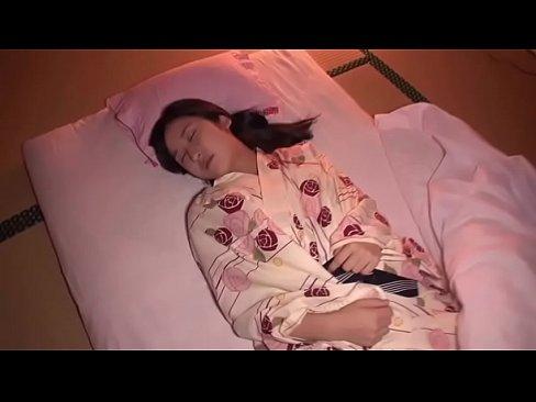 【一之瀬すず】旅館で寝てる妹にイタズラしたらベロチューしてきてまったりエッチ – 1【エロ動画】