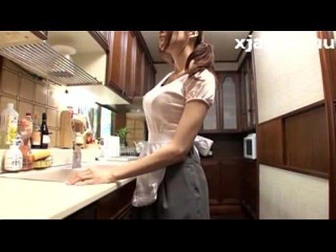 チ○ポ欠乏症で禁断症状に襲われるJULIA姉さんが手マンでオナニー【エロ動画】