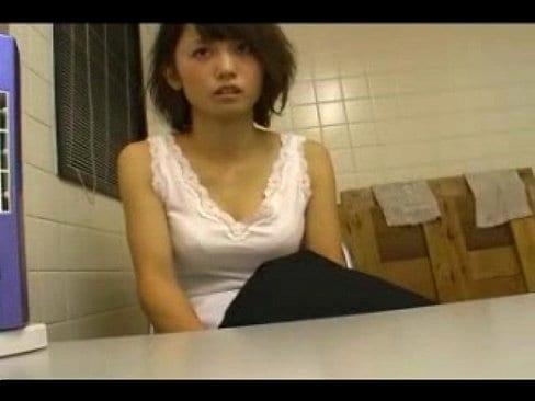 女教師七咲楓花、万引きがバレて店長に脅迫される【エロ動画】